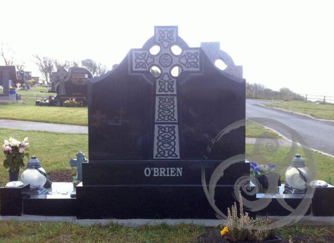 Black Granite w/ Celtic Cross 048